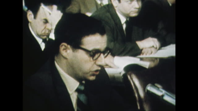 vídeos de stock e filmes b-roll de dr joel kaplin making a statement on marijuana use by us troops to the senate sub-committee on the my lai massacre. - crime or recreational drug or prison or legal trial