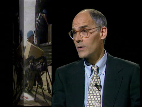 dr mark wheeler school of slavonic studies intvwd london sof there is a danger that if significant numbers of un troops lose their lives in sarajevo... - belagerung stock-videos und b-roll-filmmaterial