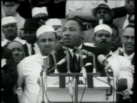 vídeos de stock e filmes b-roll de dr martin luther king jr delivering his speech at the lincoln memorial / washington district of columbia united states - 1963