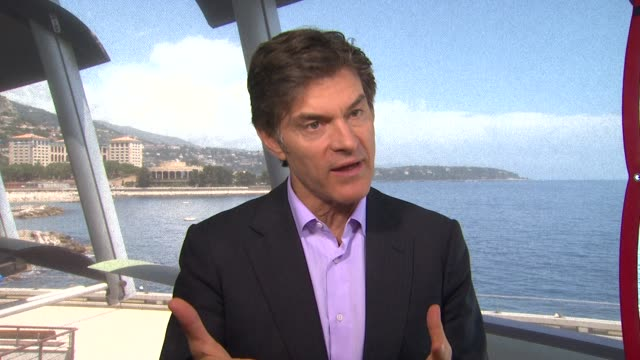 dr. mehmet oz on how to stay healthy when traveling and flying at the 52nd annual monte carlo television festival interview: dr. mehmet oz on how to... - メフメト オズ点の映像素材/bロール