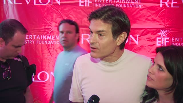 dr. oz and lisa oz talk about walking in the event. at the 13th annual eif revlon run/walk for women at new york ny. - メフメト オズ点の映像素材/bロール
