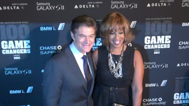 dr. oz & gayle king at the 2011 game changers awards at skylight soho 10/18/11 - gayle king stock videos & royalty-free footage