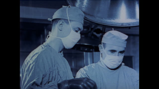 vidéos et rushes de 1958 dr. william penfield explains his experiments with electrical stimulation of the brain - bloc