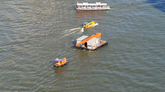 drag boat backhoe worker - river chao phraya stock videos & royalty-free footage