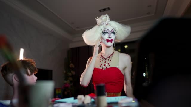 Drag queen dressing up
