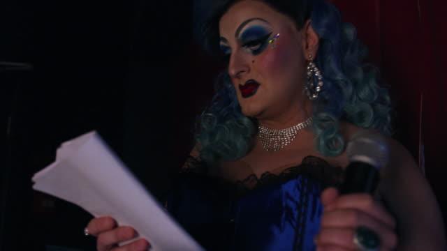 Drag queen rehearsing
