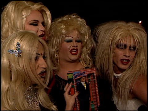 drag queens at the 'ringmaster' premiere with jerry springer at the cinerama dome at arclight cinemas in hollywood california on november 12 1998 - queens stock-videos und b-roll-filmmaterial