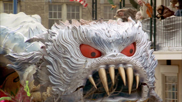 a dragon float travels in a new orleans mardi gras parade - festwagen stock-videos und b-roll-filmmaterial