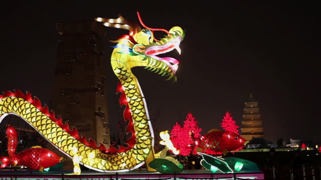 stockvideo's en b-roll-footage met ms dragon lanterns decorations during chinese spring festival / xi'an, shaanxi, china - chinees nieuwjaar