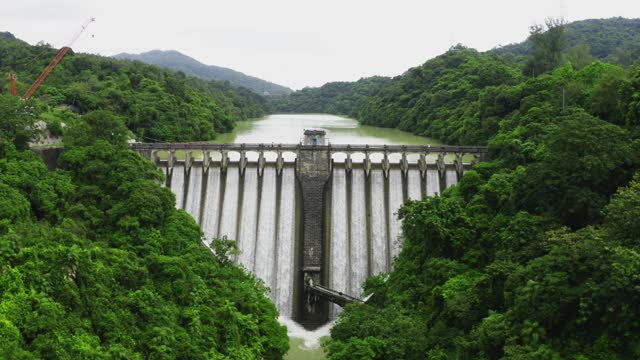 draining water from the kowloon reservoir at kam shan country park - flowing stock videos & royalty-free footage