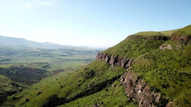 drakensberg mountains, kwazulu-natal - drakensberg mountain range stock videos & royalty-free footage