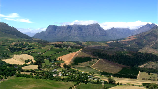 drakenstein mountains  - aerial view - western cape,  cape winelands district municipality,  stellenbosch,  south africa - stellenbosch stock videos and b-roll footage