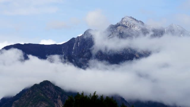 t/l dramatic clouds against mountains,sichuan,china. - mountain range stock videos & royalty-free footage
