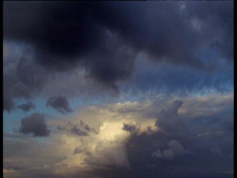 vidéos et rushes de dramatic cloudscape - orage