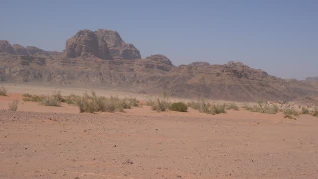 dramatic dramatic sandstone mountains in wadi rum desert, jordan - 荒野点の映像素材/bロール