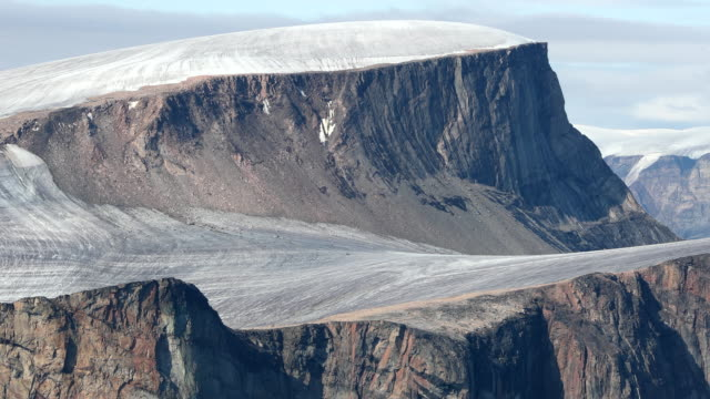 dramatic fjord on baffin island - polarklima stock-videos und b-roll-filmmaterial