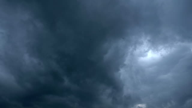dramatic grey storm clouds moving slowly - bedeckter himmel stock-videos und b-roll-filmmaterial