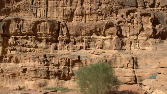 dramatic sandstone rock formations in wadi rum desert, jordan - granite rock stock videos and b-roll footage
