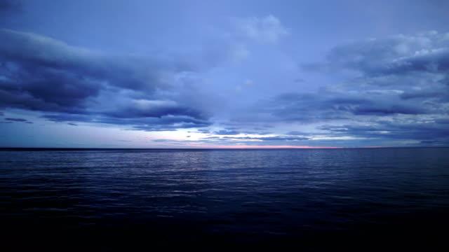 vídeos de stock e filmes b-roll de dramatic seascape with clouds and sunbeams, antarctica - ensolarado