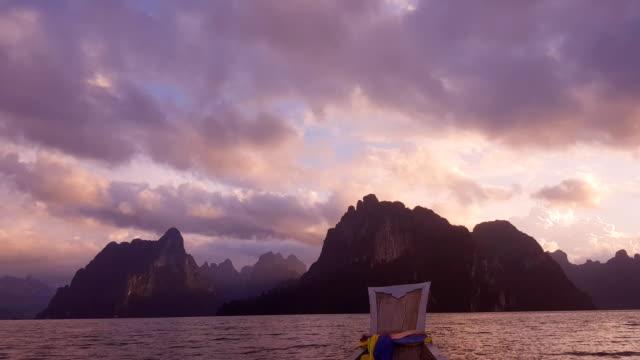 dramatiska solnedgången över bergen och havet - provinsen krabi bildbanksvideor och videomaterial från bakom kulisserna