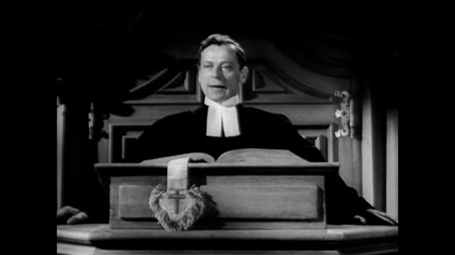 / dramatization of catholic priest at the pulpit discussing the nazis / protestant minister discusses the problem of the nazis from the pulpit... - kanzel stock-videos und b-roll-filmmaterial