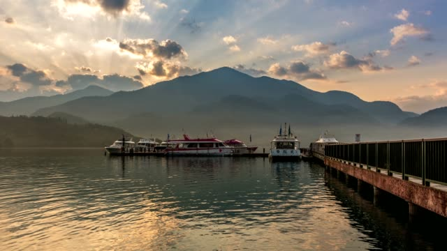 dramtic sunrise timelapse of sun moon lake, taiwan - sun moon lake stock videos and b-roll footage