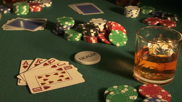 vídeos de stock e filmes b-roll de draw poker game: dealer playing royal flush, spain - póquer