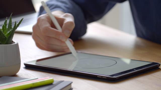 ein lächeln zeichnen - zeichnung stock-videos und b-roll-filmmaterial