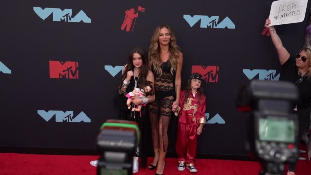 drea de matteo and guests at 2019 mtv video music awards at prudential center on august 26 2019 in newark new jersey - mtv video music awards stock videos & royalty-free footage