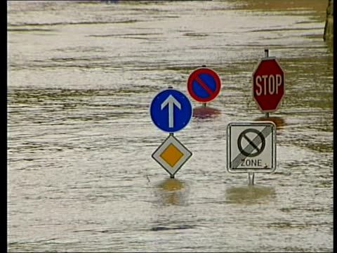 dresden: ext gvs flooded streets cf = d0615293 or d0615294 00.09.47 to 00.10.10 mix/fx pab = d0615297 - dresden germany stock videos & royalty-free footage