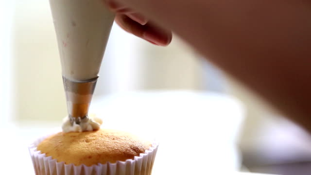 dressing cupcake - whipped cream stock videos & royalty-free footage