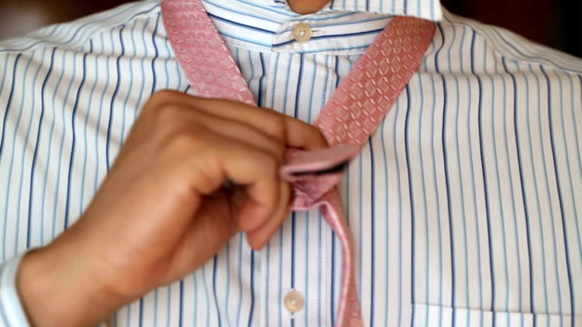 stockvideo's en b-roll-footage met dressing for business necktie - shirt and tie