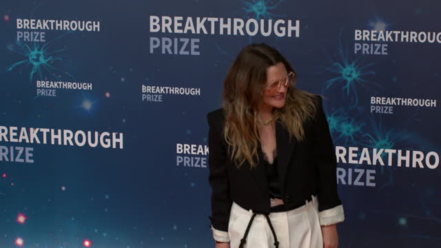 drew barrymore at 2020 breakthrough prize at nasa ames research center on november 3, 2019 in mountain view, ca. - ドリュー・バリモア点の映像素材/bロール