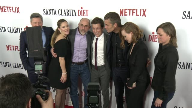 drew barrymore liv hewson ted sarandos skyler gisondo victor fresco timothy olyphant and cindy holland at the santa clarita diet los angeles premiere... - drew barrymore stock-videos und b-roll-filmmaterial