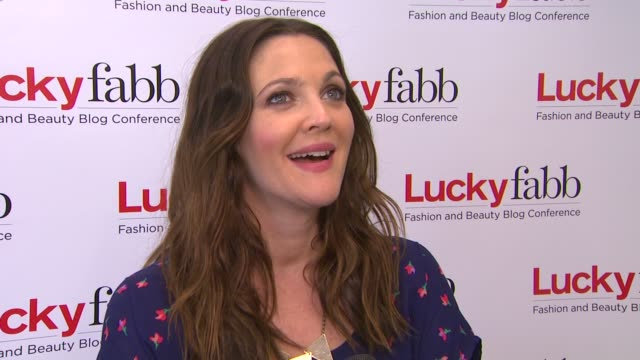 drew barrymore on the event and bloggers at lucky magazine hosts first-ever two day fabb west on 4/4/13 in los angeles, ca . - ドリュー・バリモア点の映像素材/bロール