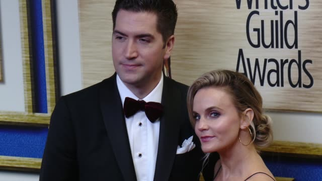 vidéos et rushes de drew goddard and caroline williams at 2016 writers guild awards la ceremony at the hyatt regency century plaza on february 13 2016 in century city... - century plaza