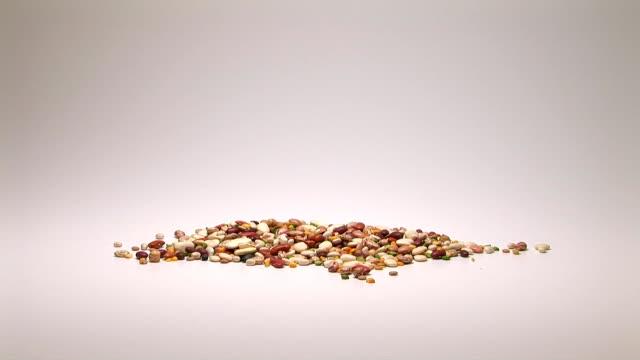 vídeos de stock, filmes e b-roll de dried beans - comida desidratada