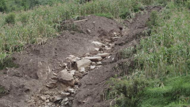 vídeos de stock e filmes b-roll de nepal - august 3, 2015: cu dried bed of river - erodido