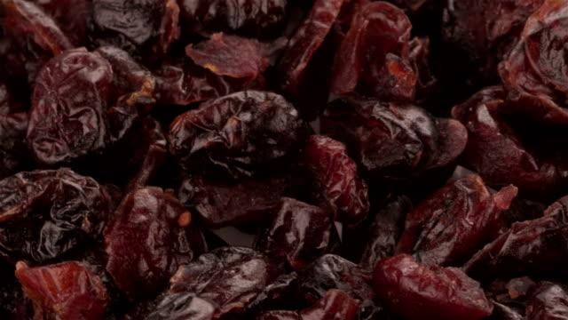 vidéos et rushes de myrtilles séchées - 4k vidéo - raisin sec