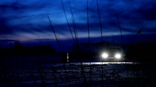 vidéos et rushes de à la dérive sur la glace. nuit - neige fraîche