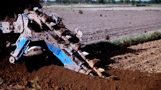 drill using tractor & machine in the field - geologist stock videos & royalty-free footage