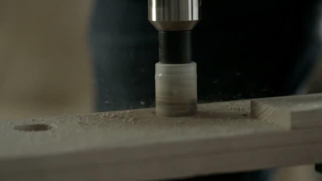 掘削、ホールの木の - ドリルビット点の映像素材/bロール