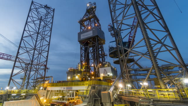 drilling rig - day to night, time lapse - piattaforma offshore video stock e b–roll