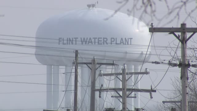 vidéos et rushes de drinking water contamination in flint michigan ext flint water plant various shots fast flowing river water river and bridges seen from bridge - michigan