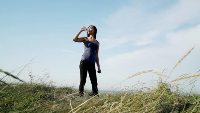 Drinkwater uit een fles. WS
