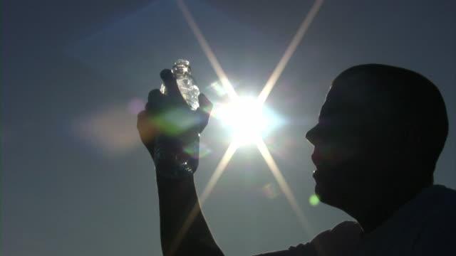飲料水シルエット(hd - 飲み物点の映像素材/bロール