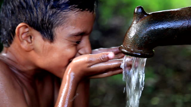 drinking water - zapfen stock-videos und b-roll-filmmaterial