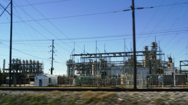 drive by large oil refinery - baton rouge stock-videos und b-roll-filmmaterial