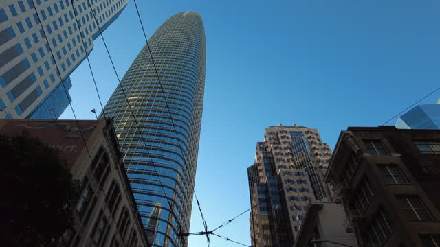 drive in downtown san francisco in the morning amid the global coronavirus pandemic. - chasing stock videos & royalty-free footage
