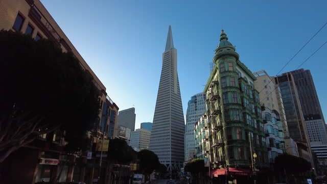 drive in downtown san francisco in the morning amid the global coronavirus pandemic. - dolly shot stock videos & royalty-free footage